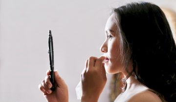 Removing your makeup before going to bed is the first step to rejuvenate your skin.